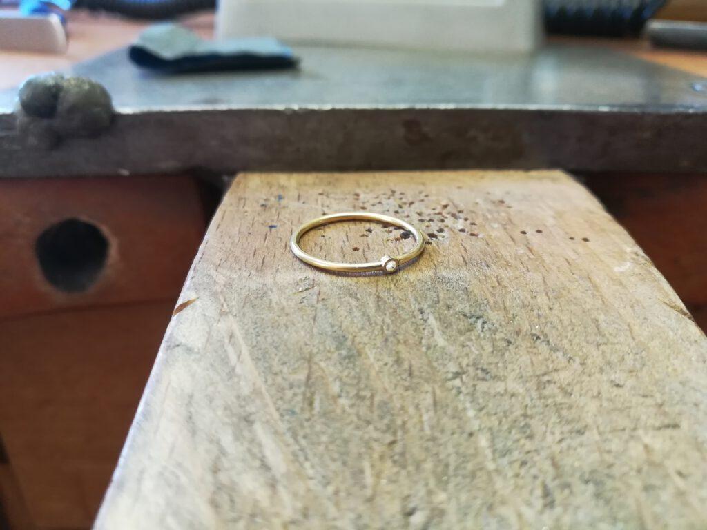 vorbereiteter Midi-Ring mit Fassung