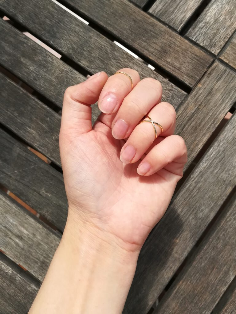 Midi-Ringe an der Hand