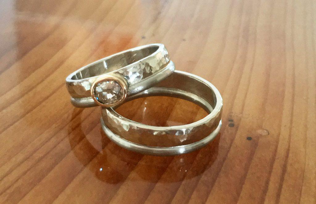 gehämmerte Ringe kombiniert mit Palladium und Altschliffdiamant