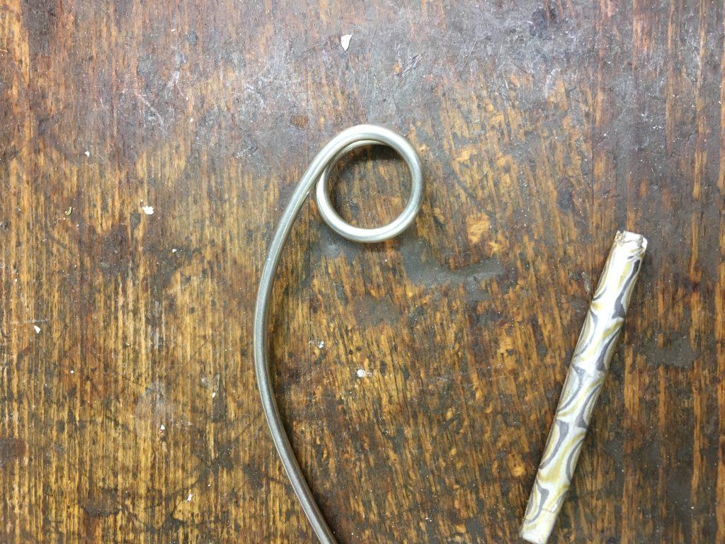 3mm Silberdraht, zur Öse gewickelt - der Schlüsselring