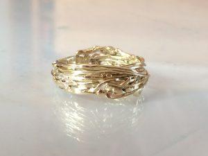Ring aus dem Collier