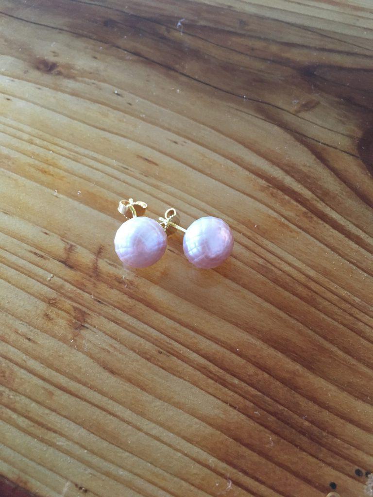 Ohrstecker mit facettierten Perlen